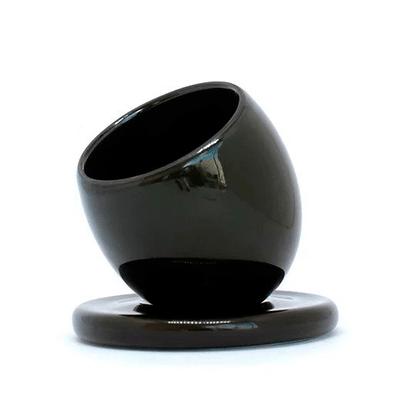 copo-de-porcelana-equilibrista-preto-vitrine